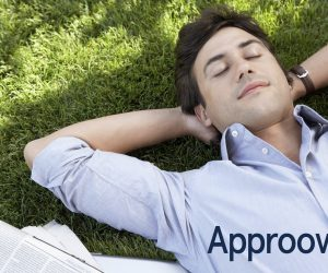 A relaxed man who no longer has to worry about his contracts thanks to automation with Approovd, Swiss contract management software